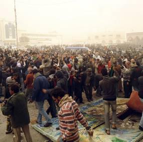 Gaddafi Hentikan Demonstran Dengan Pesawat Tempur
